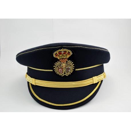 Gorra azul con viera inclinada, y escudo bordado a mano