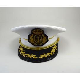 Gorra blanca con visera bordada de una fila de hojas de roble, carrilera de cordón y escudo bordado