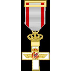 Cruz al merito Aeronautico distintivo blanco (mediana)