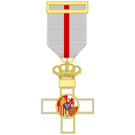 Cruz al merito militar distintivo blanco (mediana)